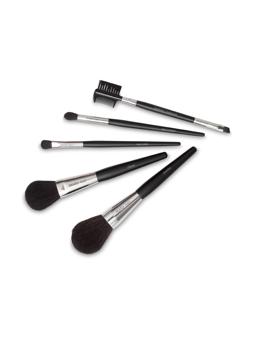 Maintenance of makeup brushes picture